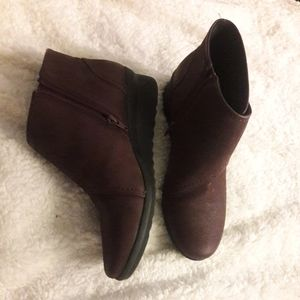 Clarks womens booties leather burgandy red size 10